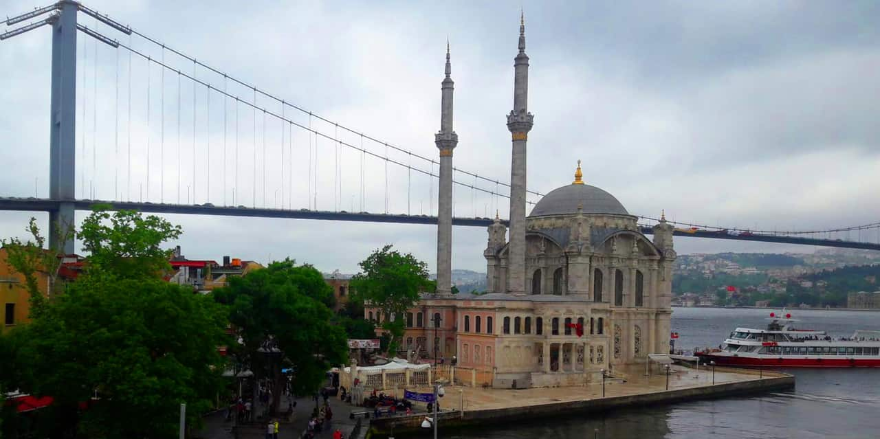 immmagine per La Moschea di Ortaköy e il ponte sul Bosforo